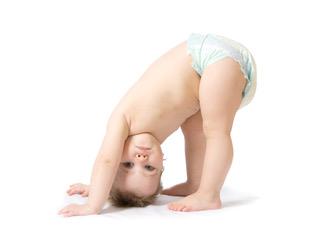 Baby macht den Yogahund